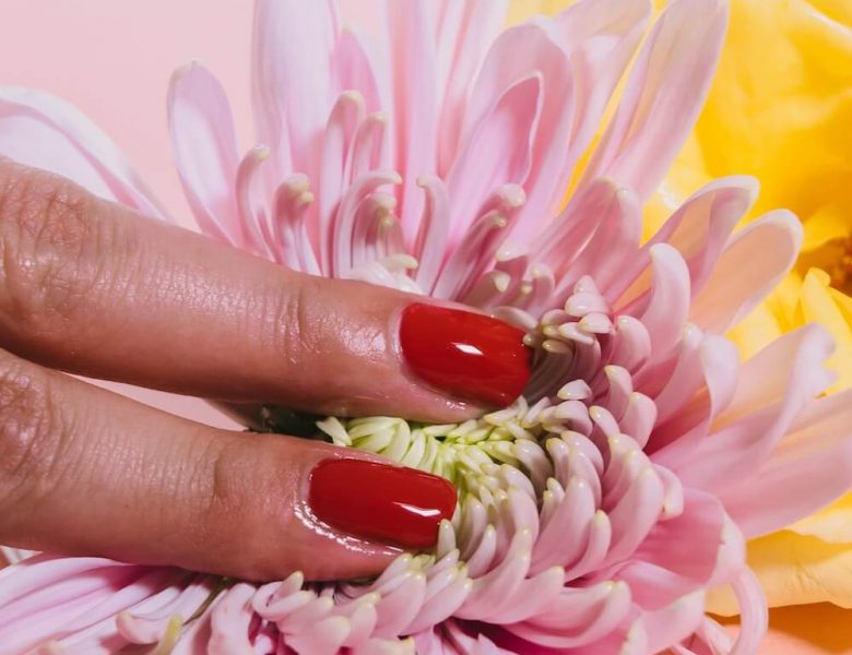 Co to jest hybrydowy lakier do paznokci?